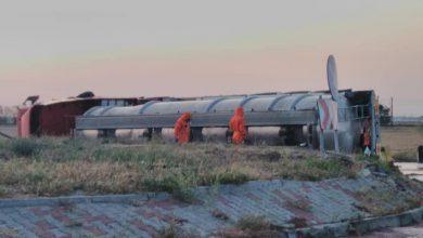 Photo of LA UN PAS DE TRAGEDIE! O cisternă plină cu substanță inflamabilă s-a răsturnat la ieșire din oraș (FOTO)